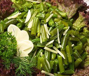 Salată de fasole verde cu usturoi
