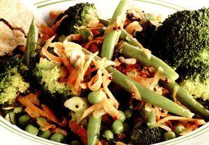 Salata_cu_fasole_verde_broccoli_si_mazare