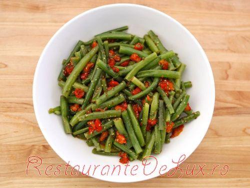Salata cu fasole verde si ardei copt