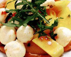 Salata_cu_mozzarella_si_mango