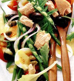 Salata_cu_ou_fiert_si_ton