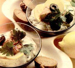 Salata_cu_peste_castraveti_murati_si_cartofi