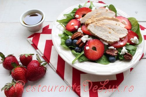 Salata_cu_spanac_ricotta_si_capsuni_4