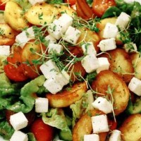 Salata_de_cartofi_cu_branza_si_rosii