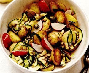 Salata_de_cartofi_noi_cu_dovlecei_si_ceapa_verde
