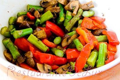 Salata de legume coapte cu paste si parmezan