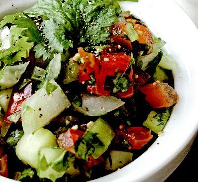 Salata_de_rosii_castraveti_si_broccoli