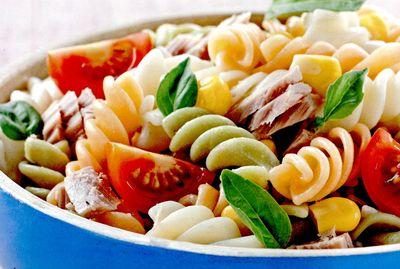 Salata de paste cu ton si verdeturi
