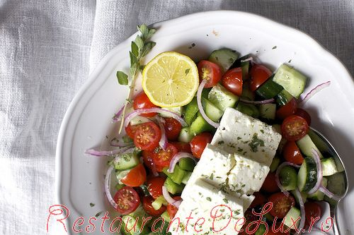 Salata_greceasca_cu_lamaie_si_oregano_05