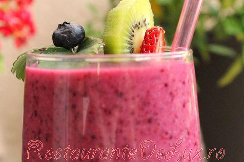 Smoothie_cu_kiwi_si_fructe_de_padure_18