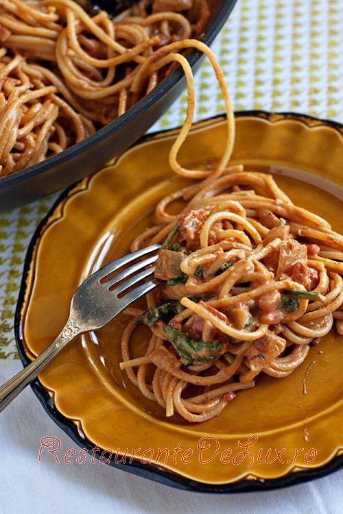 Spaghete_cu_sos_de_rosii_si_spanac_5