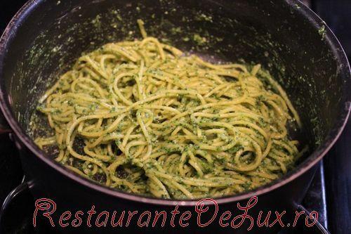 Spaghete cu branza si sos tomat