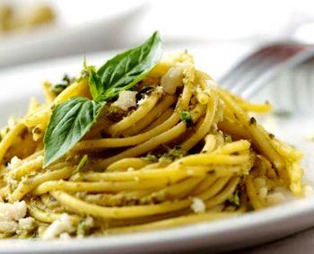 Spaghete_cu_sos_pesto_si_parmezan