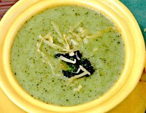 Supa_de_broccoli_cu_branza_si_crutoane