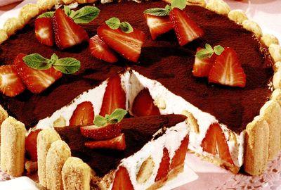 Tort_Tiramisu_cu_capsuni