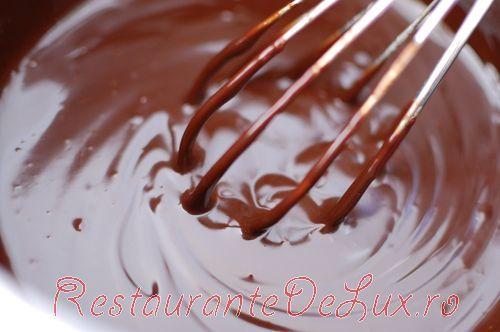 Reteta Reteta Zilei Tort Cu Bezea Si Glazura De Ciocolata