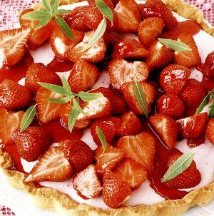 Tort_cu_fructe_si_spuma_de_frisca