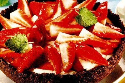 Tort_din_biscuiti_cu_capsuni