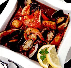 Cioppino_cu_carne_de_crab_si_biban_de_mare