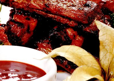 Coaste_de_porc_cu_sos_barbecue