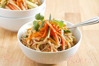 Noodles cu legume si sos de susan