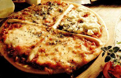 Pizza cu branza cu mucegai