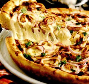 Pizza cu ciuperci şi rucola