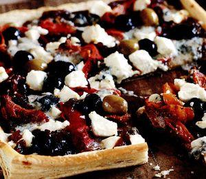 Pizza_cu_zacusca_brânza_si_legume