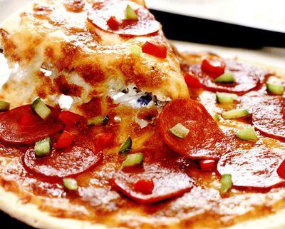 Pizza_picanta_cu_salam
