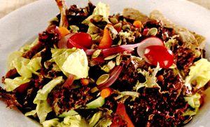 Salata_cu_avocado_carne_de_vitel_si_seminte_de_dovleac