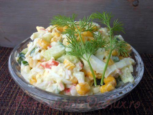 Salata cu carne de crab si legume