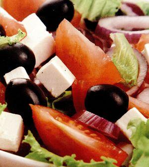 Salata_cu_rosii_ardei_gras_si_branza_feta