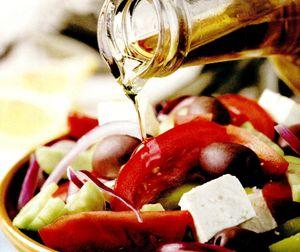 Salata_cu_rosii_castravete_si_branza_feta