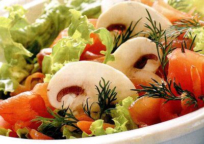 Salata_cu_somon_si_sos_gorgonzola
