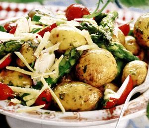 Salata_de_cartofi_cu_sparanghel_ridichi_si_parmezan