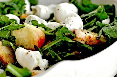 Salata_de_piersici_cu_mozzarella