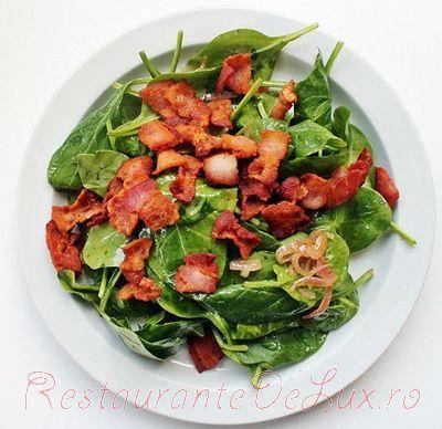 Salata de spanac cu bacon si ou fiert