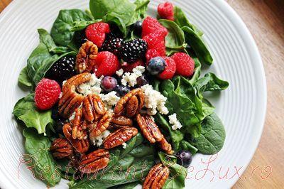 Salata de spanac cu nuci pecan