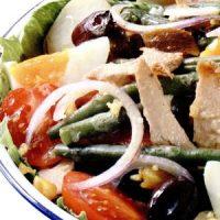 Salata mediteraneana cu avocado