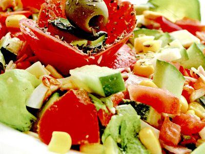 Salata_mexicana_cu_avocado_rosii_si_porumb