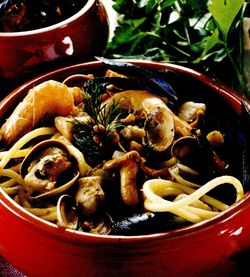 Spaghete_cu_fructe_de_mare_si_ciuperci