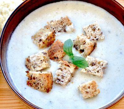 Supa crema cu conopida si crutoane