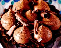 Tarte_cu_spuma_de_ciocolata