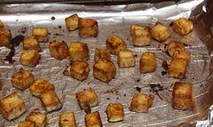 Tofu marinat in sos picant cu legume crocante