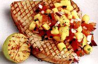 Ton_la_gratar_cu_sos_din_rosii_si_fructe