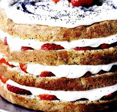 Tort_cu_crema_mac_si_capsuni
