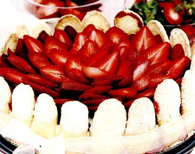 Tort_de_piscoturi_cu_capsune