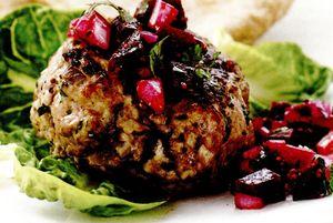 Burgeri_cu_carne_de_pui_si_salata
