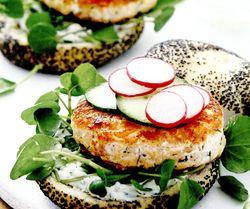 Burgeri_cu_fileuri_de_somon_si_spanac