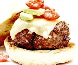 Burgeri_cu_rosii_si_avocado